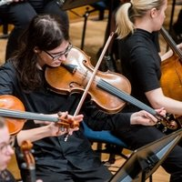 Bruxelles : Donne cours d'alto (ou violon) ou solfège, introduction au piano possible