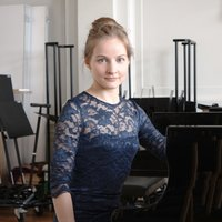 A student of the Conservatoire of Brussels gives piano and music theory lessons