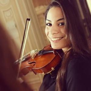 farah b ziers passion e de musique et exp riment e dans ce domaine donne cours de violon. Black Bedroom Furniture Sets. Home Design Ideas